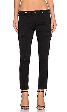 Rowan Cargo Pant en Black Destructed