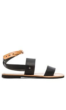 isapera Fokos Sandal in Black