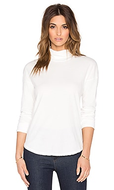 Relaxed Curve Hem Turtleneck in White