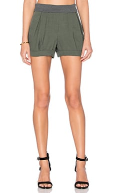 Petal Pleated Short in Hunter Green