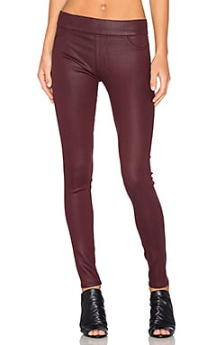 Twiggy Slip On Coated Legging en Rouge Noir Glossed