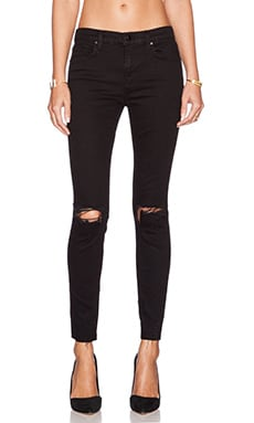 J Brand x REVOLVE Exclusive Mid Rise Skinny in Off Beat