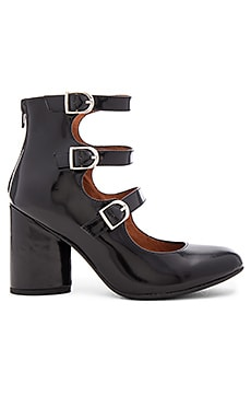 x REVOLVE Ingram Rev Heels en Black Box