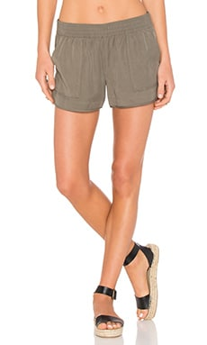 Beso Sandwashed Shorts en Fatigue