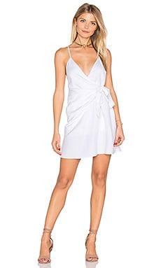 Фото - Платье с запахом turismo - THE JETSET DIARIES белого цвета