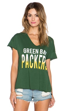Junk Food Packers Sideline V Neck Tee in Hunter