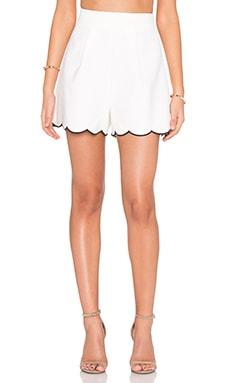 Scallop Short in White & Black