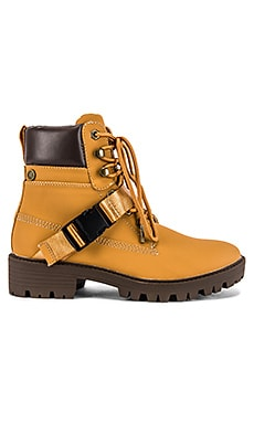 Eos Boot KENDALL + KYLIE $59