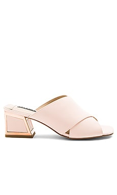 Lizzie Heel in Pale Pink