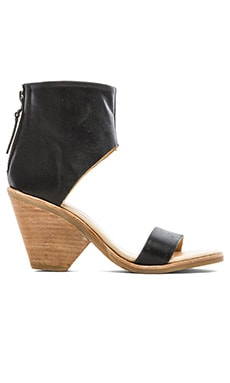 Koolaburra Peonie Sandal in Black