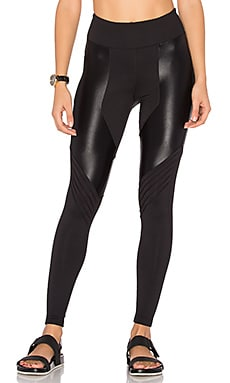 Lateral High Rise Legging in Black