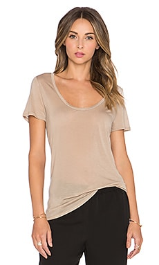 L'AGENCE Perfect Scoop Neck Tee in Camel