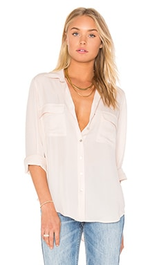 L'AGENCE Margaret Double Pocket Blouse en Quartz