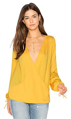 The Long Sleeve Wrap Blouse en Marigold