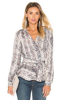 The Long Sleeve Wrap Blouse en Snake