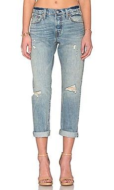 LEVI'S Distressed Boyfriend in Blue Avenue