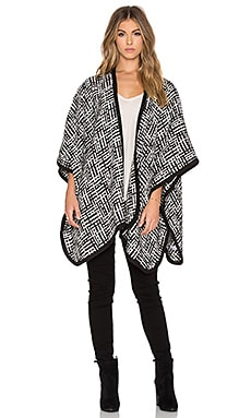 LEO & SAGE Blanket Poncho in Black & White