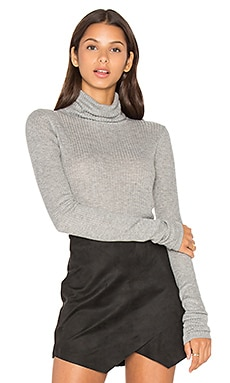 LEO & SAGE Rib Turtleneck Top in Light Heather
