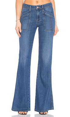 Evelyn Pant en True Blue