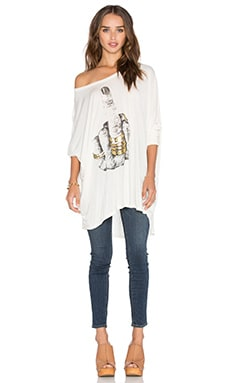 Lauren Moshi Kayla Happy Birdie Oversized Cape Top in Faded White