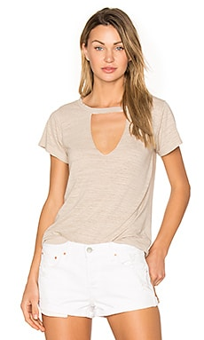 Short Sleeve Cut Out V Tee in Oat