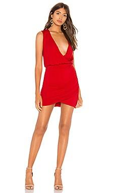 Фото - Платье со складками emerson - Lovers + Friends красного цвета