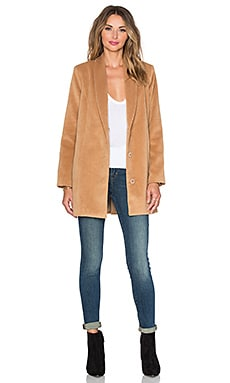 x REVOLVE The Everyday Coat en Camel