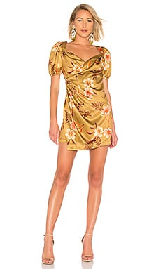 Фото - Платье с запахом pinched wrap dress - LPA цвет коньяк