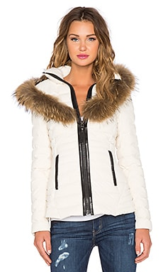 Adalina Jacket with Raccoon Fur Trim en Blanc