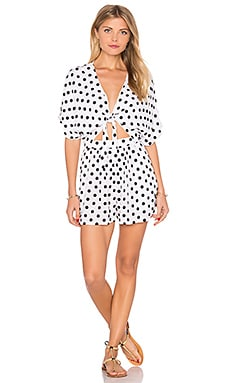 Embroidered Tie Front Romper en Polka Dot White