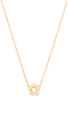 Marc by Marc Jacobs Logo Daisy Pendant in Oro