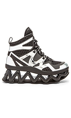 Marc by Marc Jacobs Ninja Wave Hi Top Tech Sneaker in Silver & Black