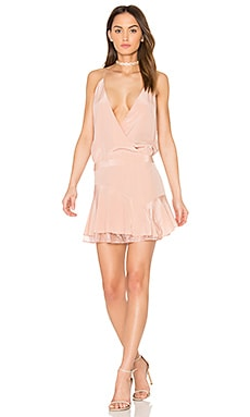 x REVOLVE Cami Ruffle Mini Dress en Rubor