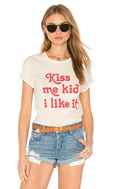 Kiss Me Kid Beau Crew Tee in Vintage White & Red