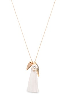Melanie Auld The Arrowhead Necklace in Vanilla & Gold