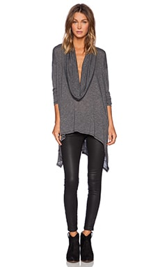 Long Sleeve Asymmetrical Poncho en Noir