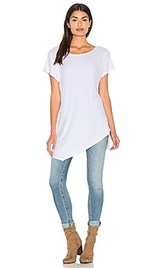 2x1 Wide Neck Asymmetrical Tunic en Blanc
