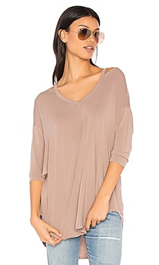 Slit Shoulder Tee in Shale