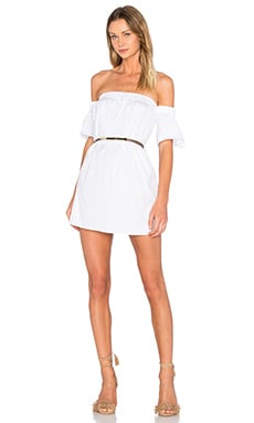 Bare Shoulder Flutter Sleeve Dress en Blanco