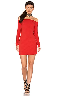 Karl Off Shoulder Dress en Firefox