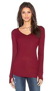 Michael Lauren Otis V Neck Thumbhole Tee in Rouge