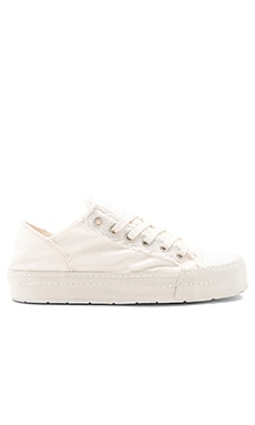 Canvas Sneaker in White