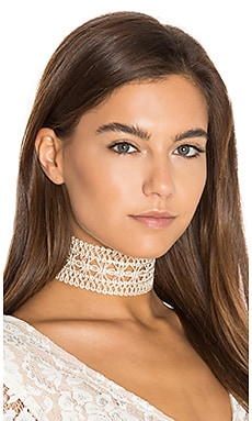 Claudia Choker in Cream