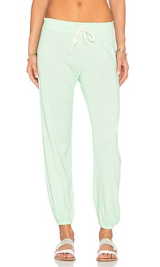 Medora Capri Sweatpant in Apple