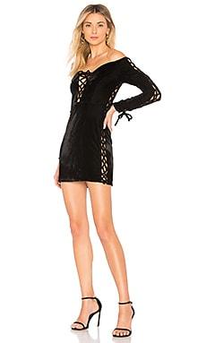 Купить Бархатное платье с длинными рукавами и шнуровкой olivia - NBD черного цвета