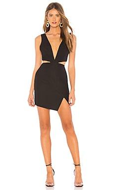 Фото - Мини платье с асимметричным подолом natalia - NBD черного цвета