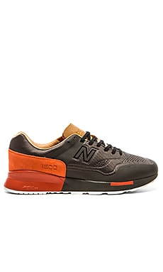 New Balance MD1500 in Black Red
