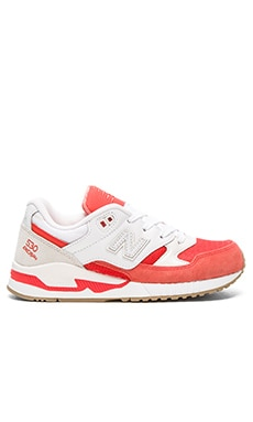 530 Summer Waves Sneaker en Corail & Blanc