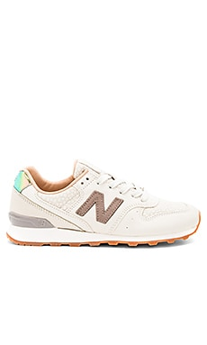 NB Grey Sneaker in Powder & Cresent