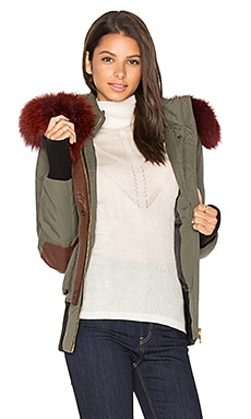 Fordham Silver Fox and Asiatic Rabbit Fur Lined Parka in Army-Grün & rotes Fell